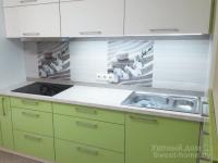 Кухня ТопЛайн из белого и зеленого акрила