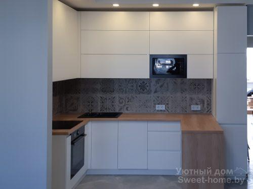 П-образная кухня ТопЛайн из крашеного МДФ с интегрированными ручками
