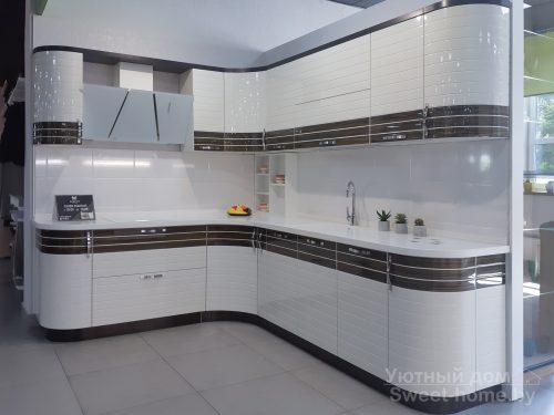 Кухня Tempo Linea из крашеного МДФ и шпона