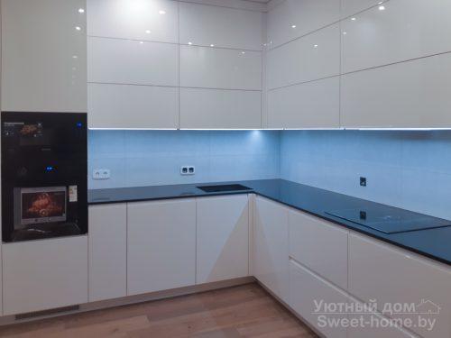 Угловая кухня ТопЛайн из крашеного МДФ с интегрированными ручками